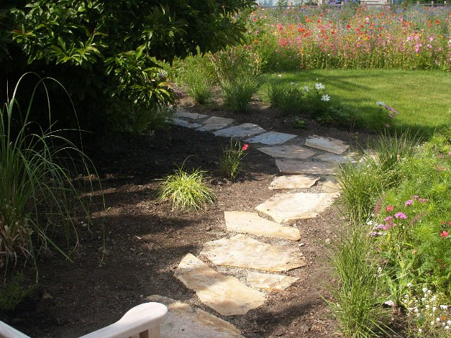 Flagstone walkways vancouver stone walkways vancouver for Landscaping rocks vancouver